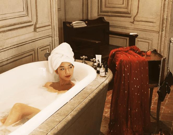 Body Acne Bathtub