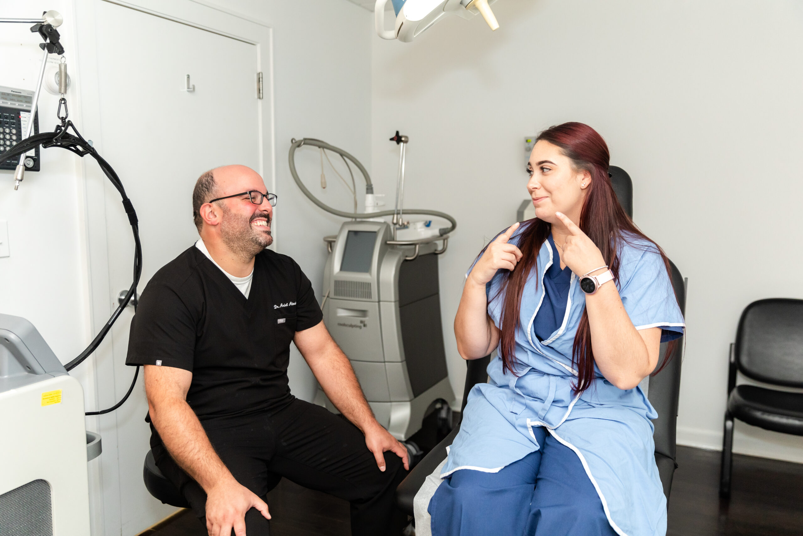 dr-abraham-consulting-female-patient