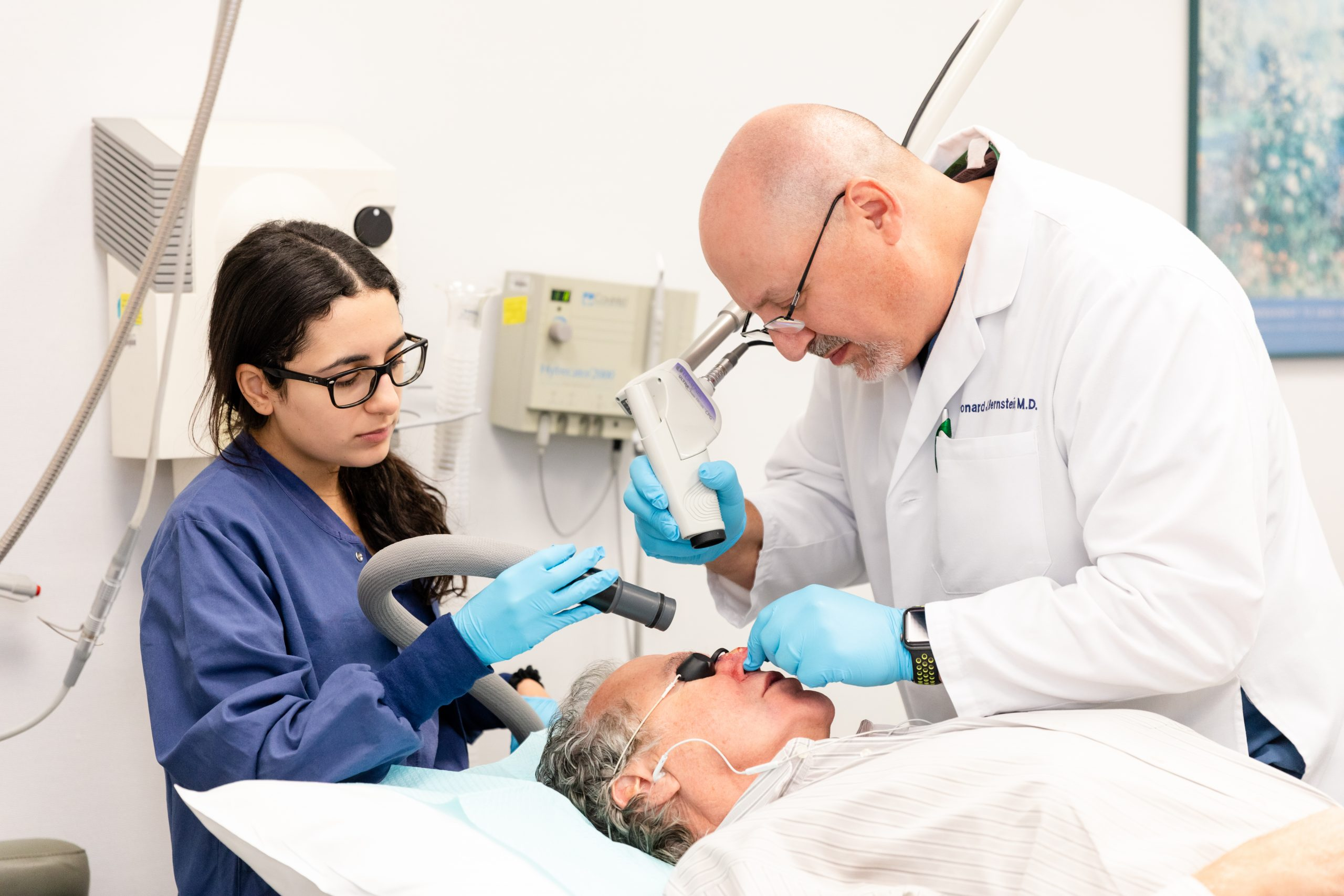 Image Dr. Leonard J. Bernstein is performing scar removal treatment in New York, NY.